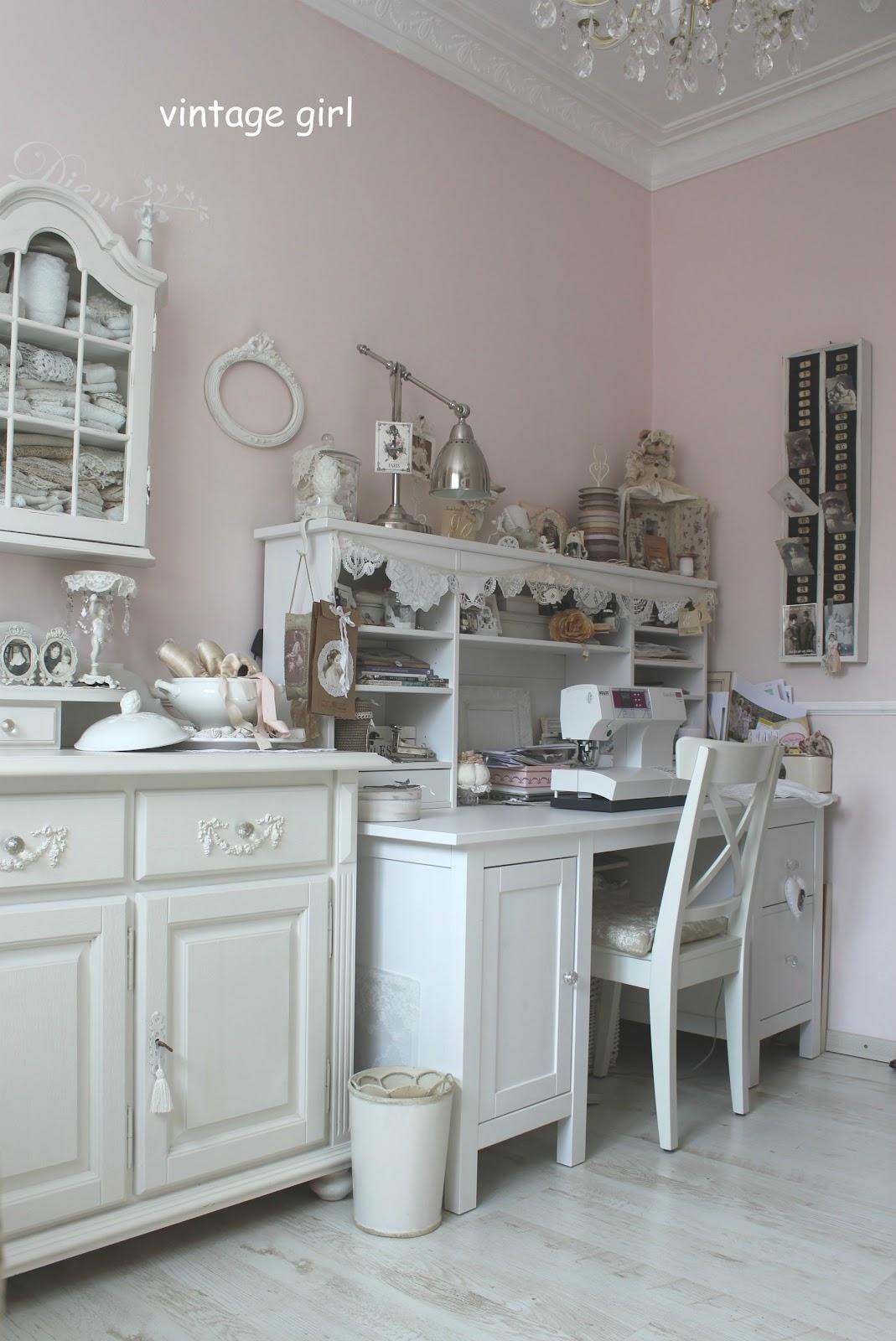 vintage girl n hst bchen. Black Bedroom Furniture Sets. Home Design Ideas