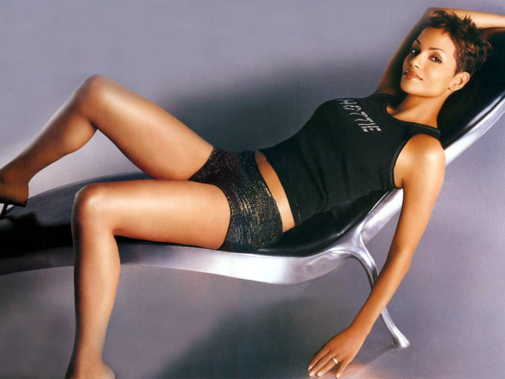 Halle Berry Hot Pictur... Halle Berry College