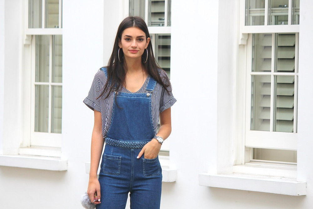 peexo fashion blogger wearing wide leg denim dungarees zara