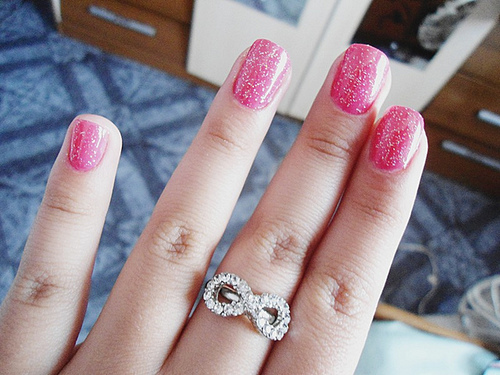 fashion treands 2013: Pink & White Nail At Designs