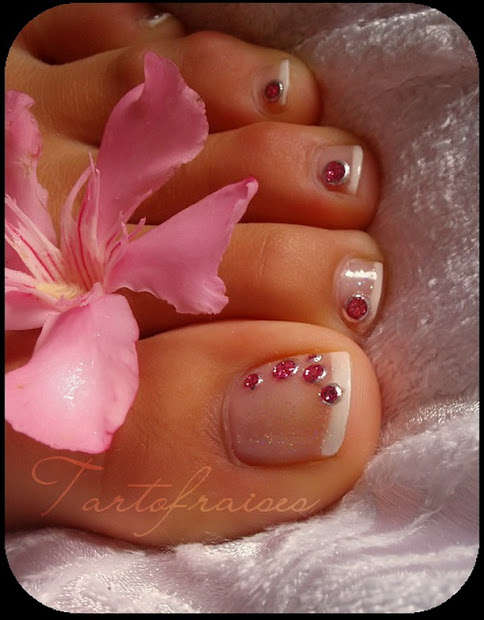 lamste famail toe nail art design