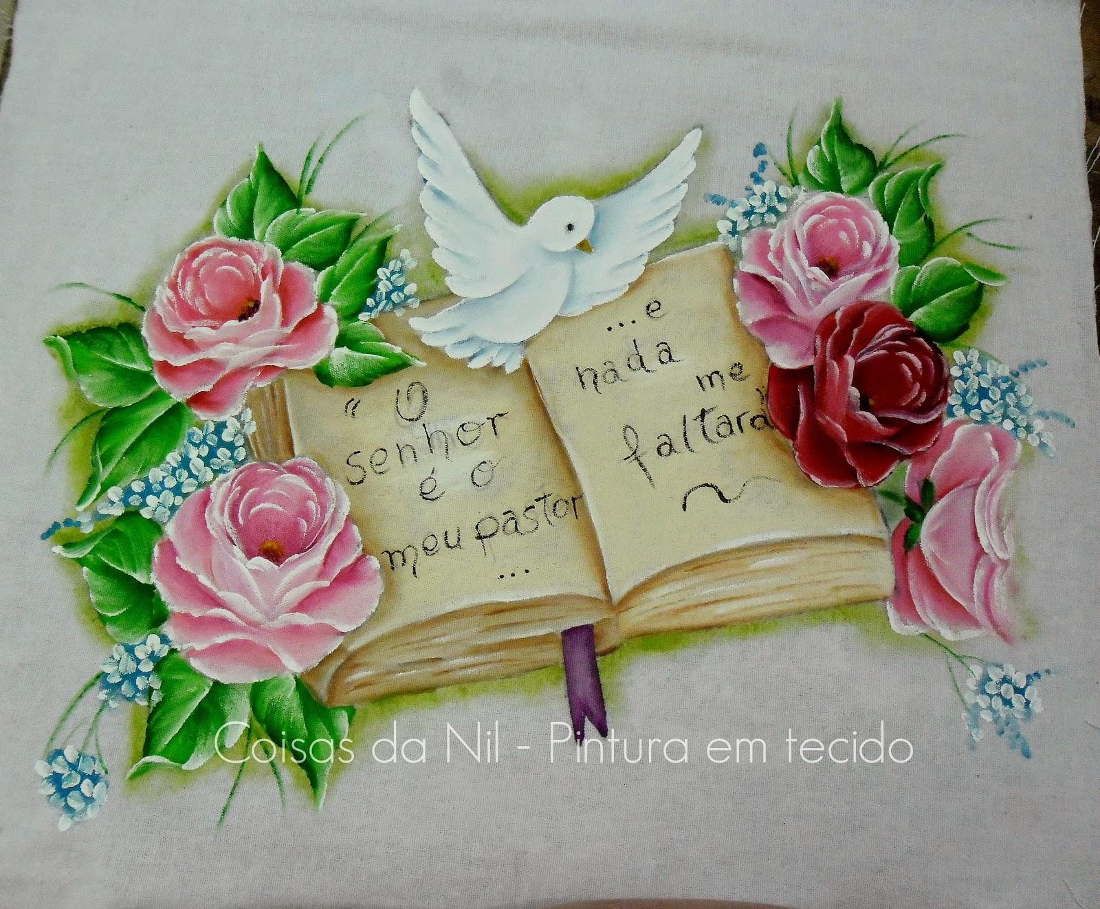 pano de copa com pintura tema biblico pomba do espirito santo, biblia e rosas
