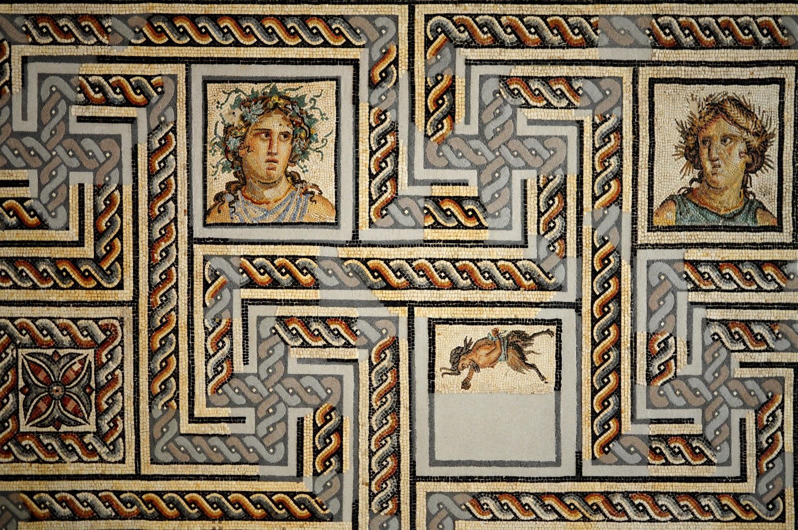 Une curieuse mosaïque Mosaic+roman+gallo+romain