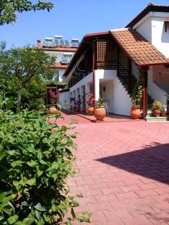 Nikolas Apartments