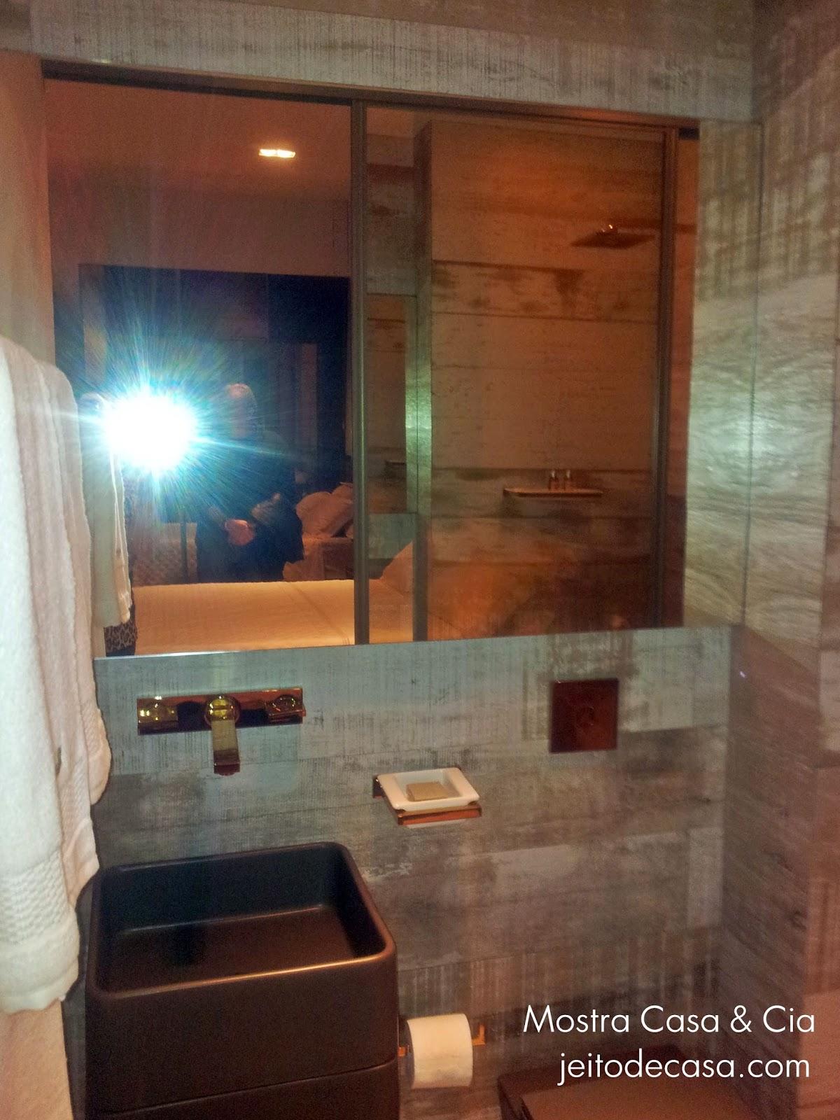 Porcelanato de madeira no banheiro! Jeito de Casa Blog de  #975E34 1200x1600 Banheiro Com Porcelanato De Madeira No Box