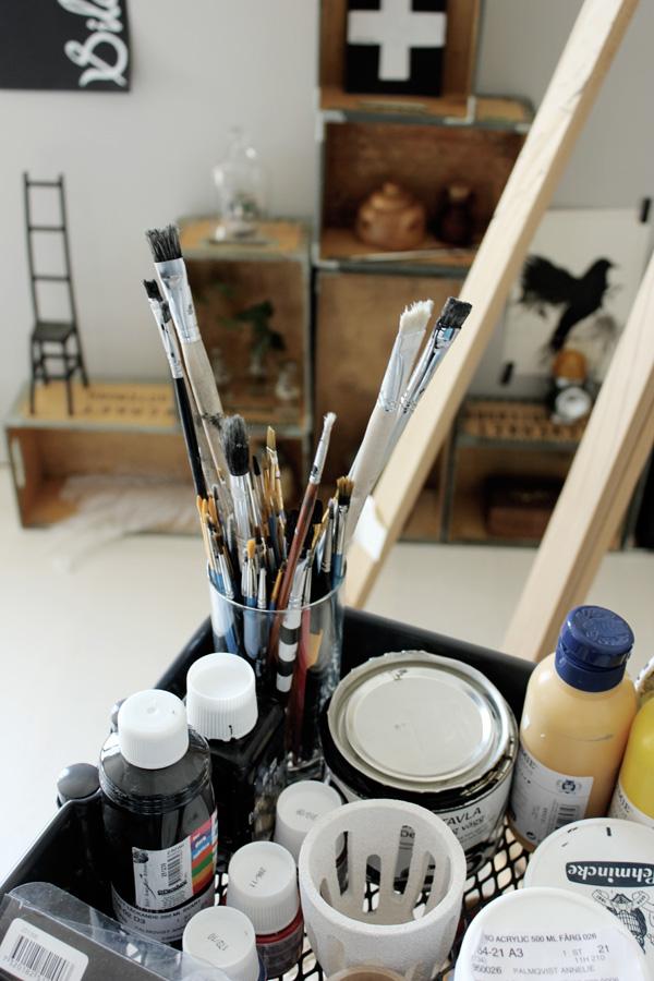 rullvagn, rullvagn ikea, färger, penlar, ateljé, renoverad ateljé, akrylfärger,