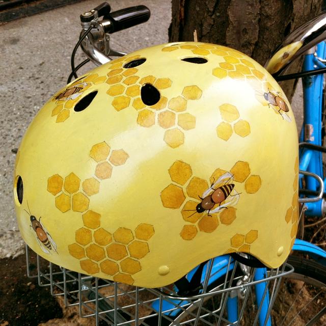 Capacetes de bicicleta pintados à mão