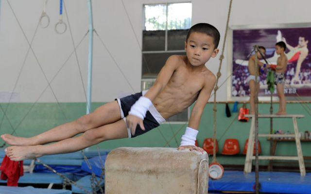 الصين وكيفية صناعة الأبطال الألومبيين China-gymnasium-Olympic-children-15