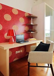 meja kerja berwarna
