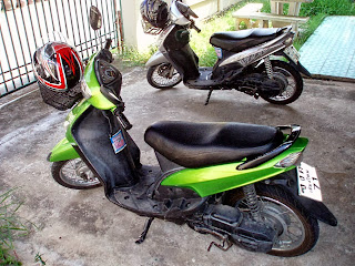 moped in thailand
