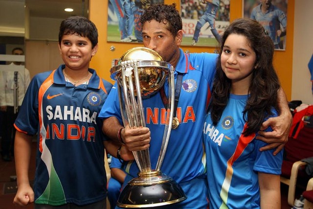 world cup 2011 images of sachin. Kissing the World Cup 2011