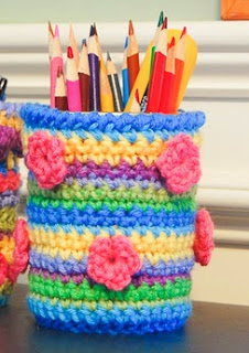 http://translate.googleusercontent.com/translate_c?depth=1&hl=es&rurl=translate.google.es&sl=en&tl=es&u=http://www.petalstopicots.com/2014/01/crochet-mason-jar-cozy-pattern/&usg=ALkJrhjWwVNKo2aid8mLqViDqBHpgDq54Q