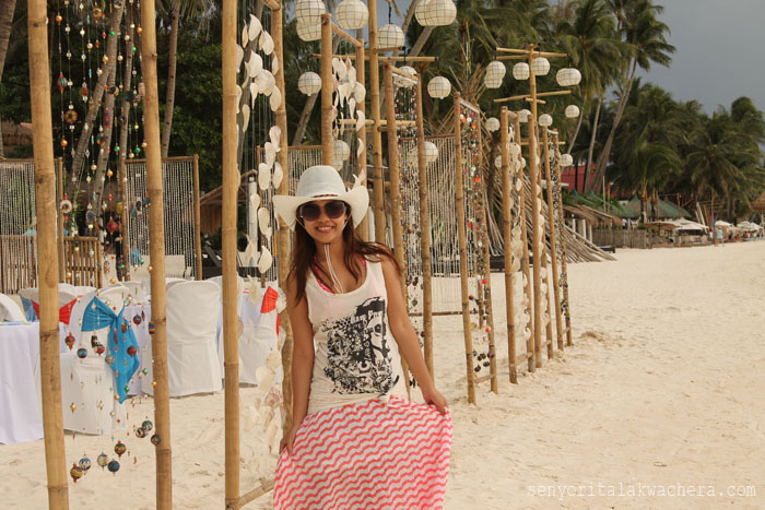 Wearing Maxi skirts for all day in the white beach of boracay, wearing the max skirts in three ways, choosing not just comfortable clothes but also flexible once for vacations can make a realy big difference on your day. A mornig till night comfortable wear.