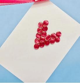 http://translate.googleusercontent.com/translate_c?depth=1&hl=es&prev=/search%3Fq%3Dhttp://theyarnbox.com%26safe%3Doff%26biw%3D1429%26bih%3D984&rurl=translate.google.es&sl=en&u=http://www.hopefulhoney.com/2013/02/sweetheart-diy-valentines-card.html&usg=ALkJrhg5gU4f1NGZuO9bbfzBvWGLqBNT_w