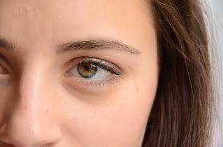 détail maquillage oeil ouvert