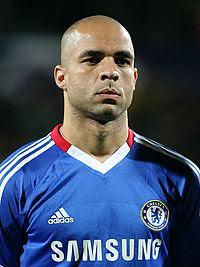 París Saint Germain también ficha al brasilero Alex