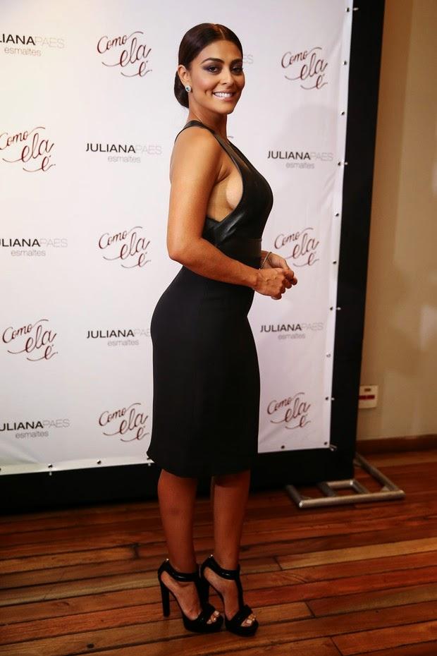 Juliana Paes vai a lançamento de sua nova linha de esmaltes com vestido ousado
