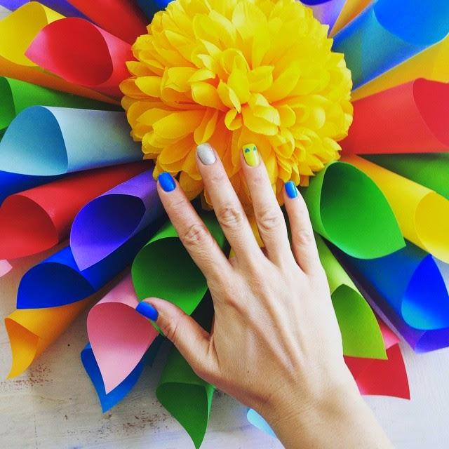 színes ötletek ajtódísz papírból