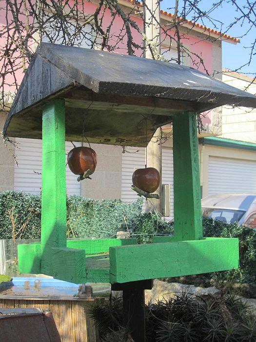 Manualidades puri diaz comedero pajaros de jardin con for Aves de jardin