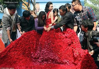 Gaun 9.999 Mawar dari China