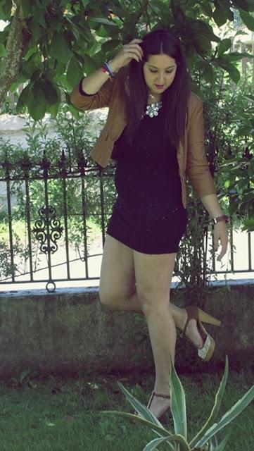 http://lifeandstyleana.blogspot.com.es/2015/05/vestido-negro.html