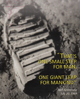 Neil-Armstrong-footstep-on-the-moon-photo