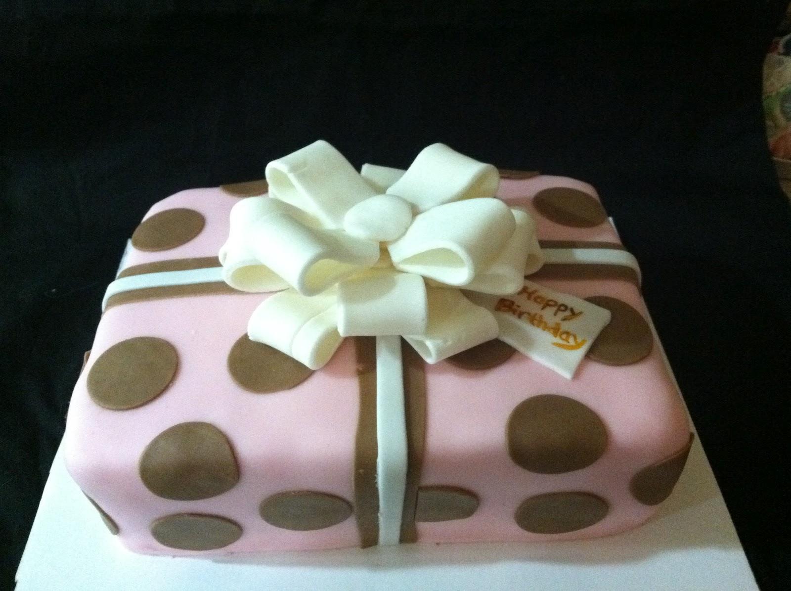 Cake Decorating Gift Box : Cake Decorating for Dummies: Gift Box Cake