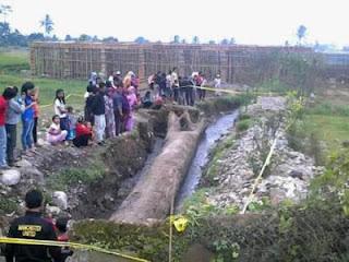 Kayu Tomo Keramat Penyokong Gunung Salak - munsypedia.blogspot.com