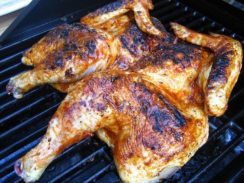 Street food cuisine du monde recette de poulet marin cuit au beurre au barbecue frango - Poulet grille au barbecue ...