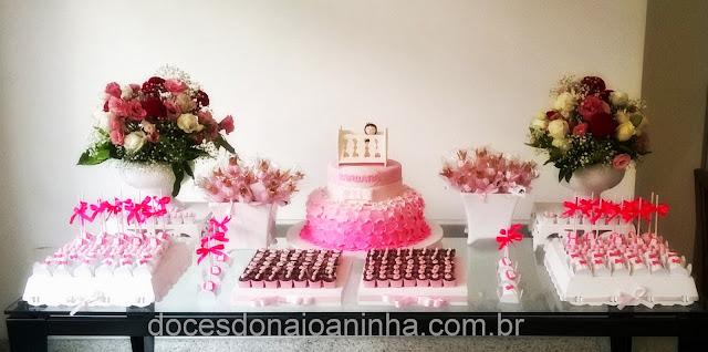 Chá de Bebê em rosa e branco - Mesa de Doces Dona Joaninha
