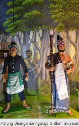 Patung Sisingamangaraja di Dalam Museum Batak di Balige