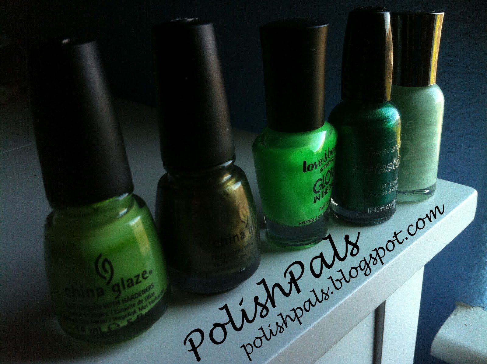 Polish Pals: Day 4 - Green Nails & Gradient Dot Tutorial