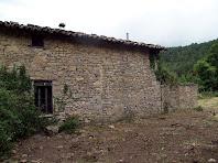 La façana nord del mas Viladomat, on s'aprecia les diferents etapes constructives