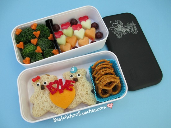bento school lunches review monbento original bento box. Black Bedroom Furniture Sets. Home Design Ideas