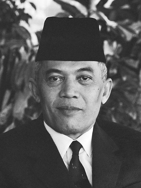 http://jejaktamboen.blogspot.com/2014/11/biografi-sejarah-A-H-Nasution-jendral-bintang-lima.html