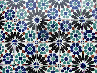 explore, Alfama, free, must see, city break, best, top 10, tiles, ceramics, traditional, patten, design, building, residential, blue, green, brown, Lisbon, tourist, holiday, Portugal, photograph, adventure,