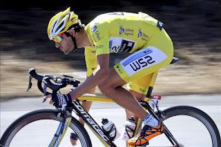 CICLISMO - El español Veloso gana la Vuelta de Río cruzando la meta con la bici en la mano