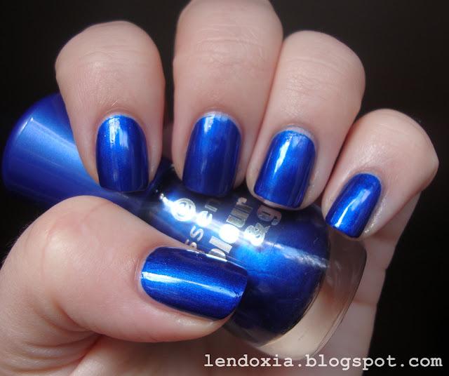 essence plavi lak za nokte