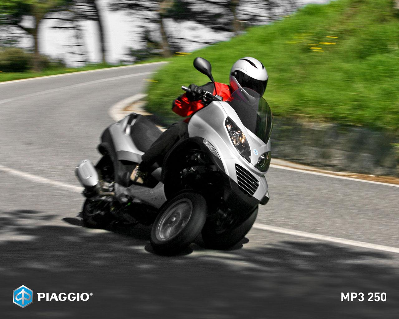 Trololo Blogg  Wallpaper Piaggio Mp3