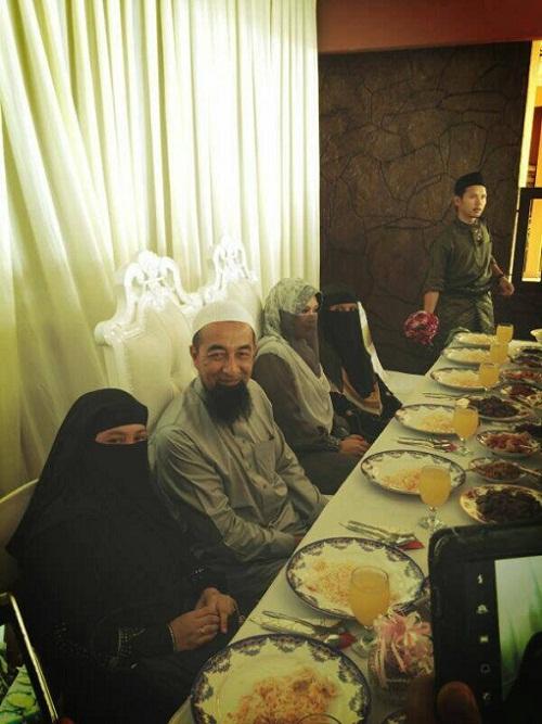 Gambar Perkahwinan Ustaz Azhar Idrus dan Isteri Ketiga