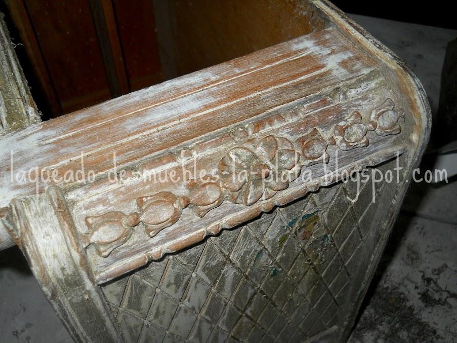 Laqueado blanco y patina ocre con poliuretanico muebles de - Pintura dorada para madera ...