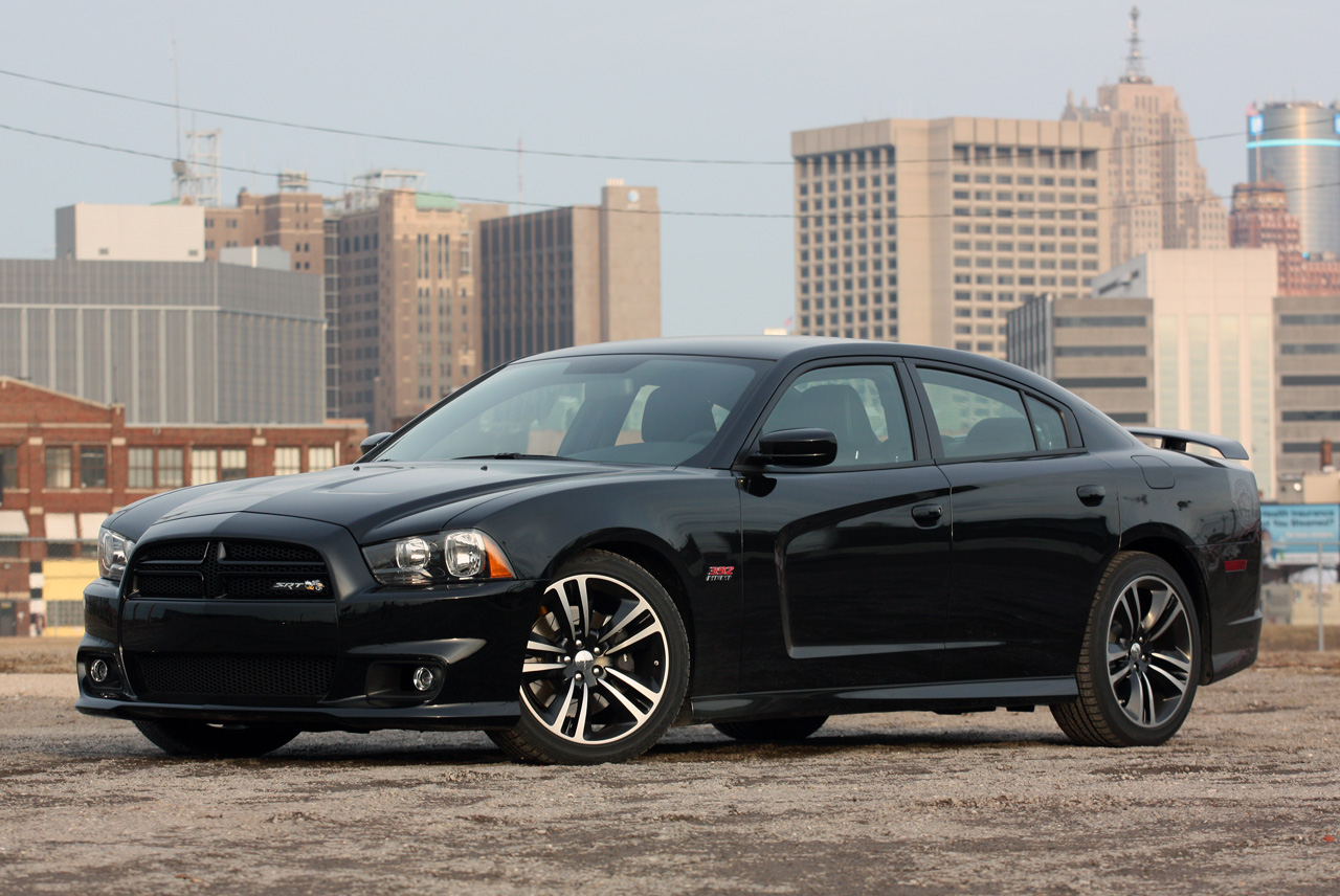 automotiveblogz 2013 dodge charger srt8 super bee quick spin photos. Black Bedroom Furniture Sets. Home Design Ideas