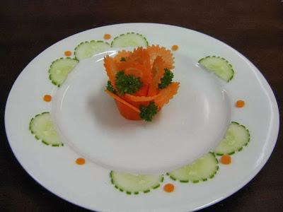 Món ăn ngon: Nghệ thuật trang trí đĩa bằng hoa hồng xếp lớp