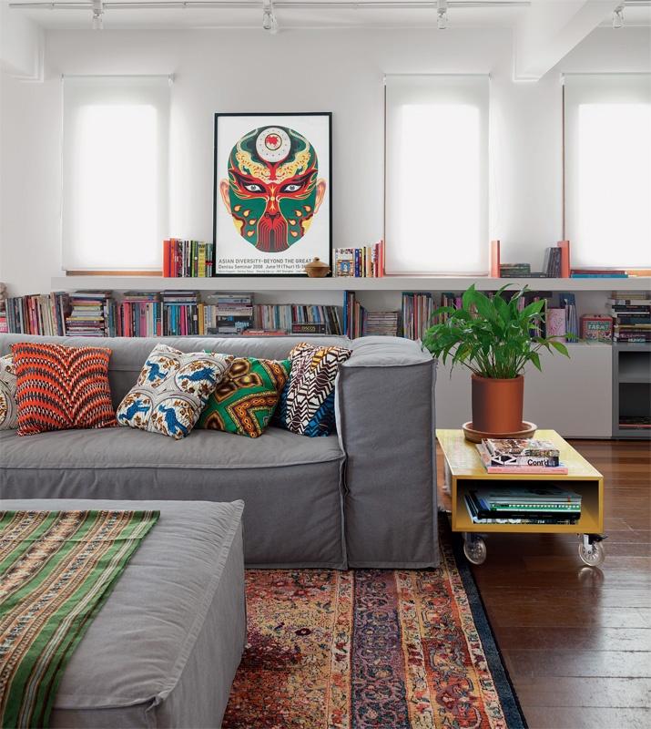 Sala De Tv Com Almofadas Coloridas ~ Sofá cinza só encontro ele!  Jeito de Casa  Blog de Decoração