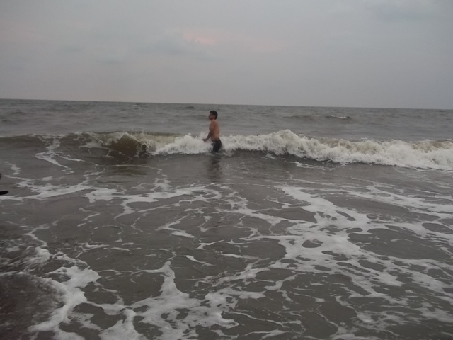 cherai beach swimming