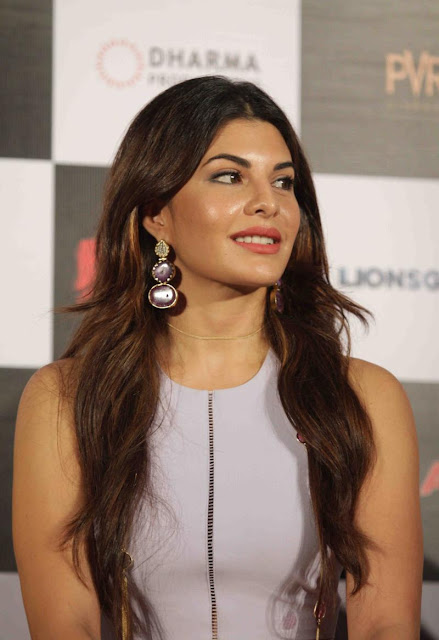"Jacqueline Fernandez Looks Super Sexy At Film ""Brothers"" Trailer Launch"