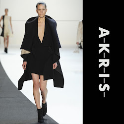 Princess Charlene Style AKRIS Fall Winter 2014 Cape STUART WEİTZMAN Suede Boot