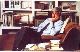 Juan sentado en su amada chaise-longue