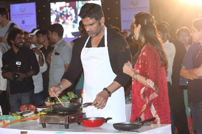Wallpaper: Sunil Shetty With Wife At Worli Festival 2013