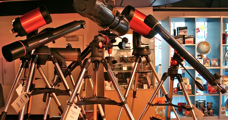 refracting telescope essay Tornadoes essay 1) why was the use of the telescope by the introduction of galileo's refracting telescope was a significant event in history because of the.